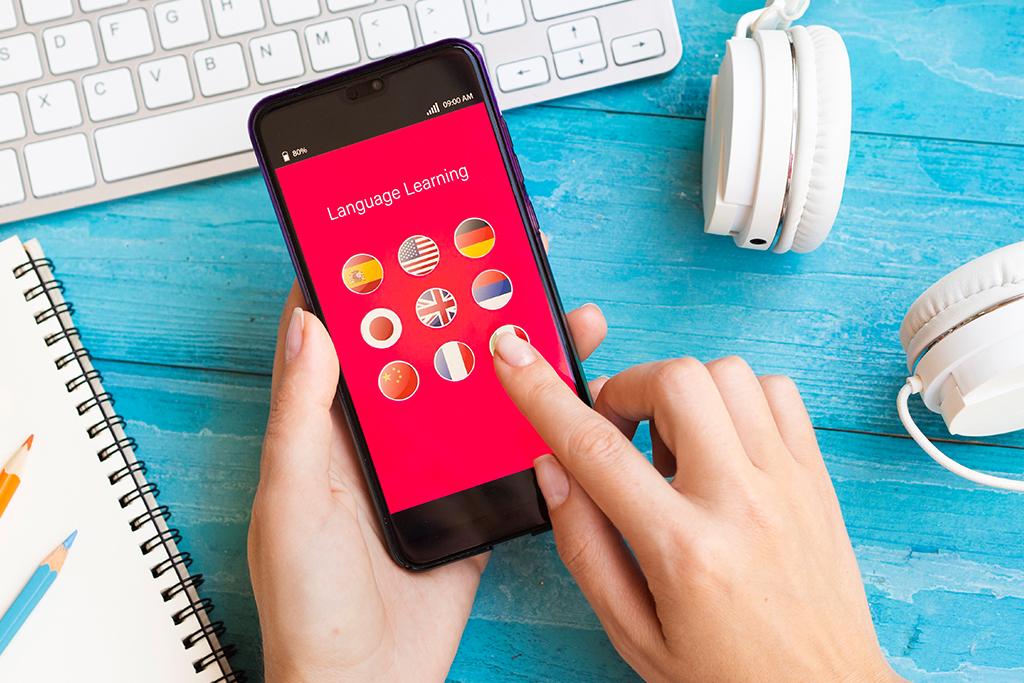 Günlük hayatımızı oldukça kolaylaştıran mobil uygulamalar, yabancı dil öğrenmemize de yardımcı oluyor. Bu konuda kullanıcıların imdadına yetişen en iyi İngilizce kelime öğreten 7 ücretsiz mobil uygulamayı sizler için derledik. Yazımızı… devamını gör •••