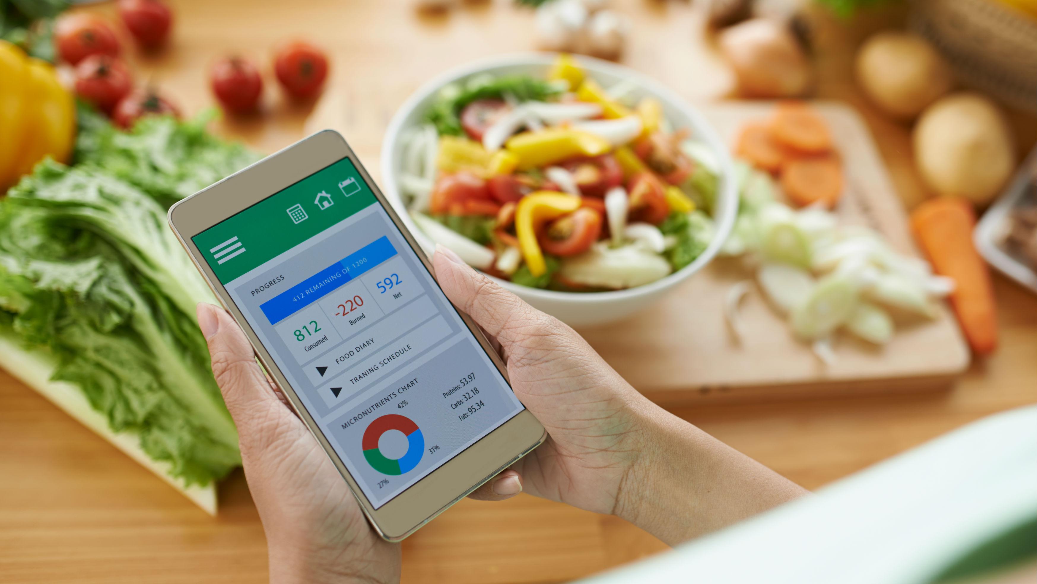 Her daim sağlıklı ve fit bir vücuda sahip olabilmek için bize yardımcı olabilecek pek çok beslenme mobil uygulamaları bulunuyor. Sağlıklı bir yaşam ve kilo verebilmek için mobil cihazlarınızda kullanabileceğiniz uygulamaları… devamını gör •••